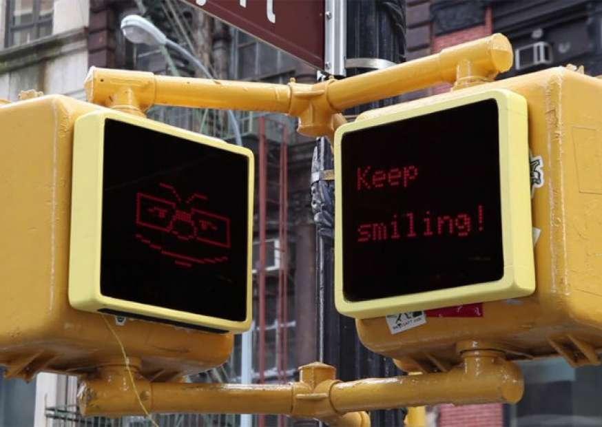 Projeto instala sinais de pedestre interativos e com sentimentos em Nova York
