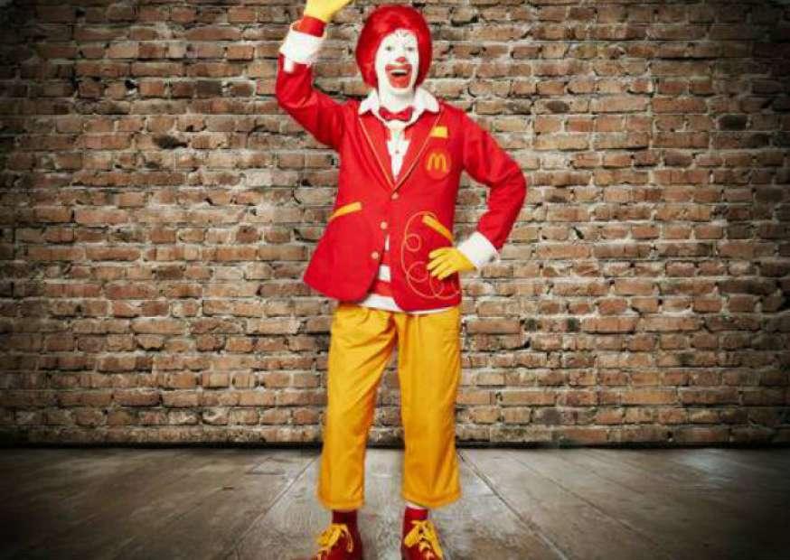 Ronald McDonald de roupa nova