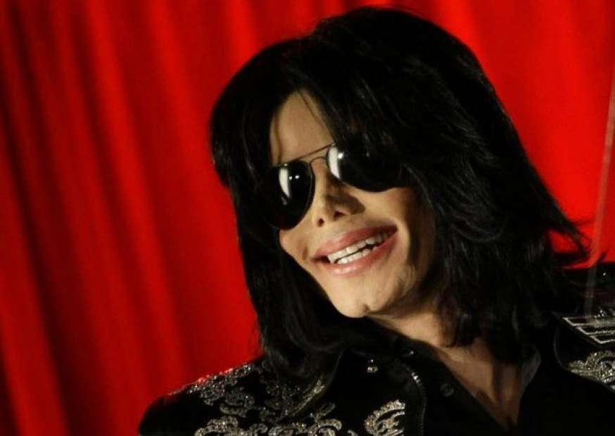 Nova música de Michael Jackson estreia durante prêmio IHeartAwards