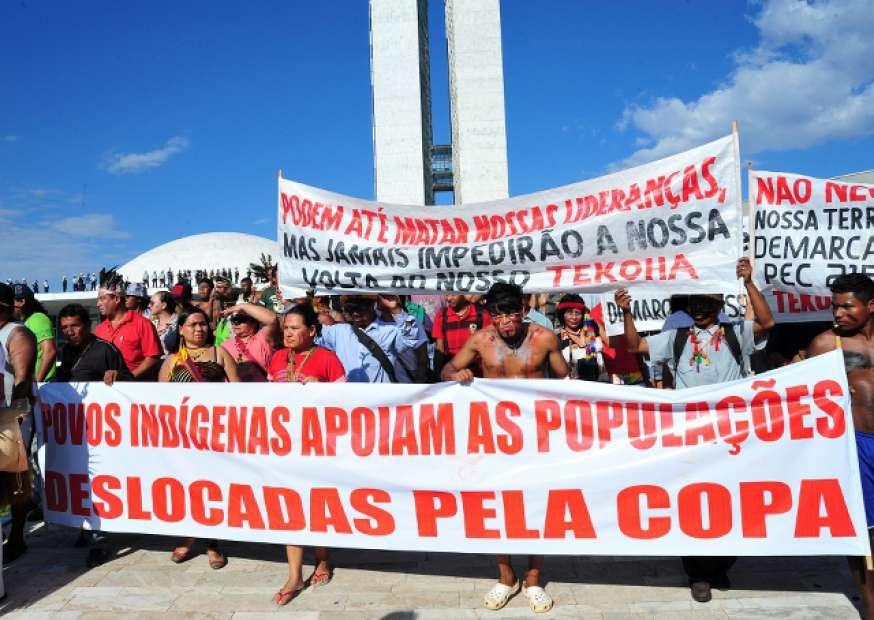 Exposição da Taça em Brasília é suspensa após manifestações