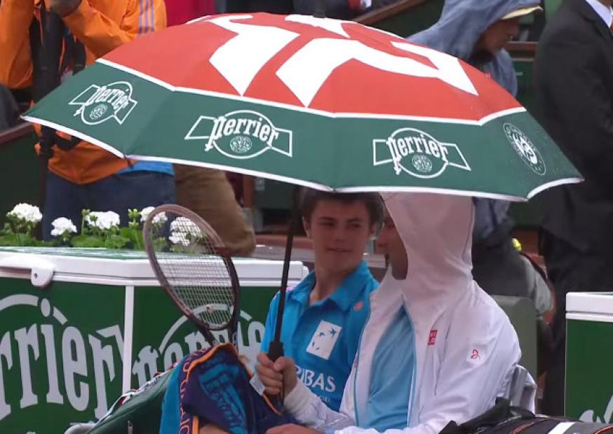 Tenista Novak Djokovic surpreende público com atitude nobre