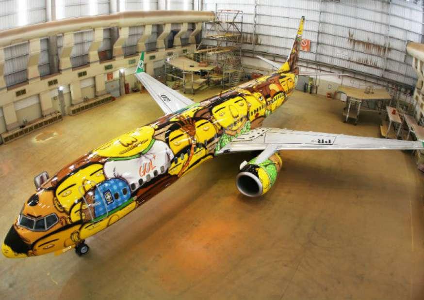 GOL apresenta aeronave da Seleção Brasileira com arte da dupla OSGEMEOS