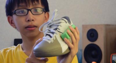 Adolescente inventa tênis que gera energia e funciona como um carregador