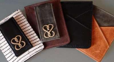 A carteira que se conecta ao celular e avisa quando é esquecida