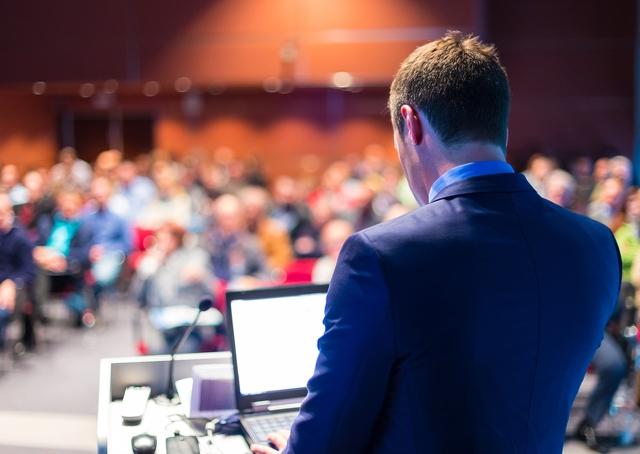 6 dicas para melhorar sua postura em uma apresentação ou reunião de negócios