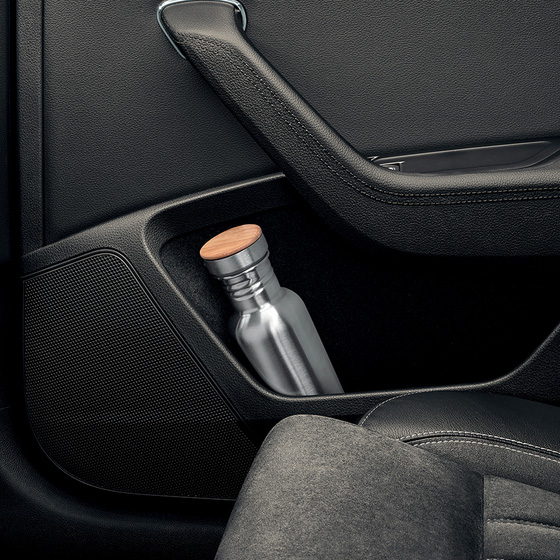 Holders for 1.5-litre bottles in the rear doors