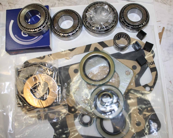 50-9925 : Ford C6 auto / ZF 5 speed manual transmission to