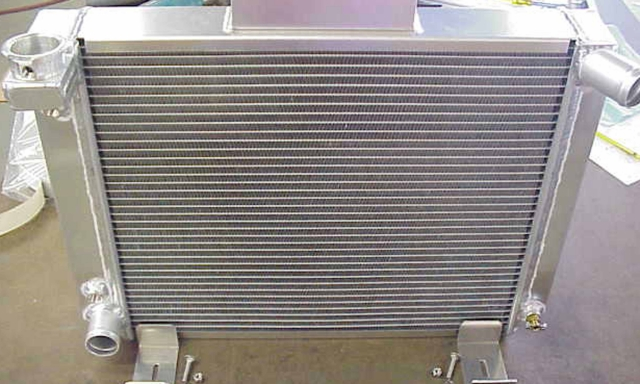 716696-AA : Radiator Bronco II with Ford V8 (2 core alum with trans cooler)