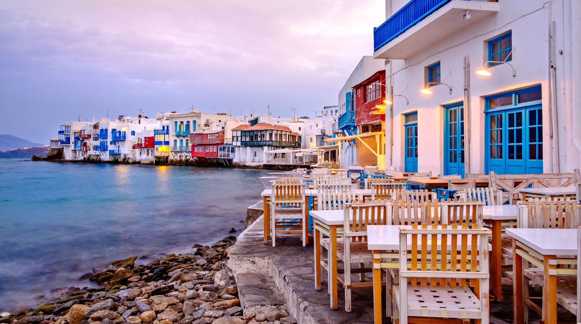 Beautiful places to eat near the sea