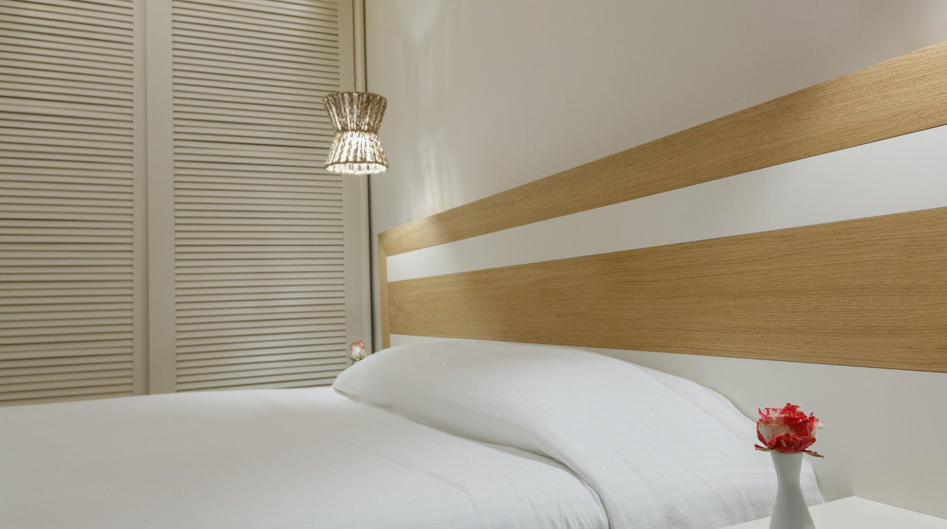 The bed of the Main Section Double Room room with the closet and the light