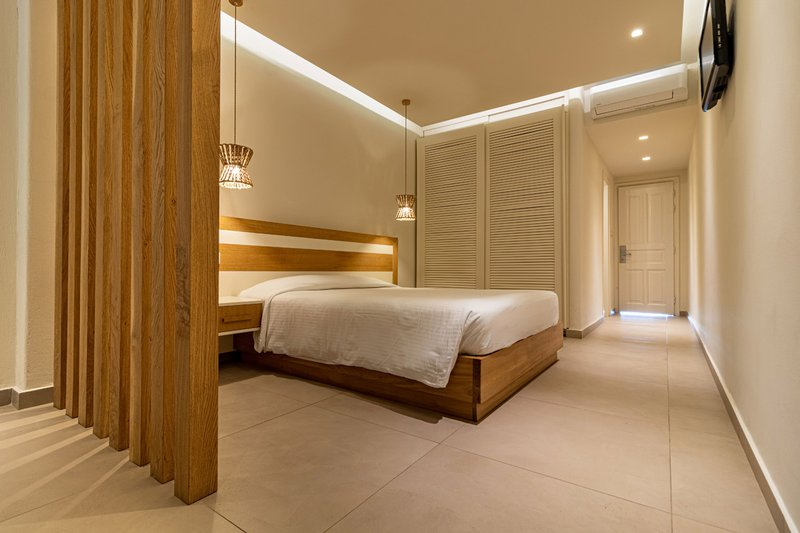 The interior of the suite from the side, with the bed, the lights and the closet