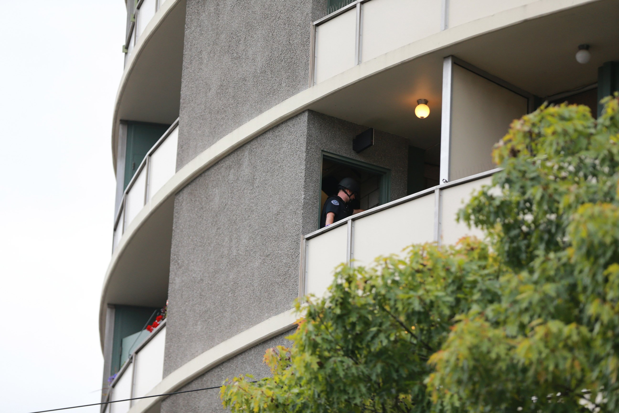 1 killed in shooting at Washington state apartment building