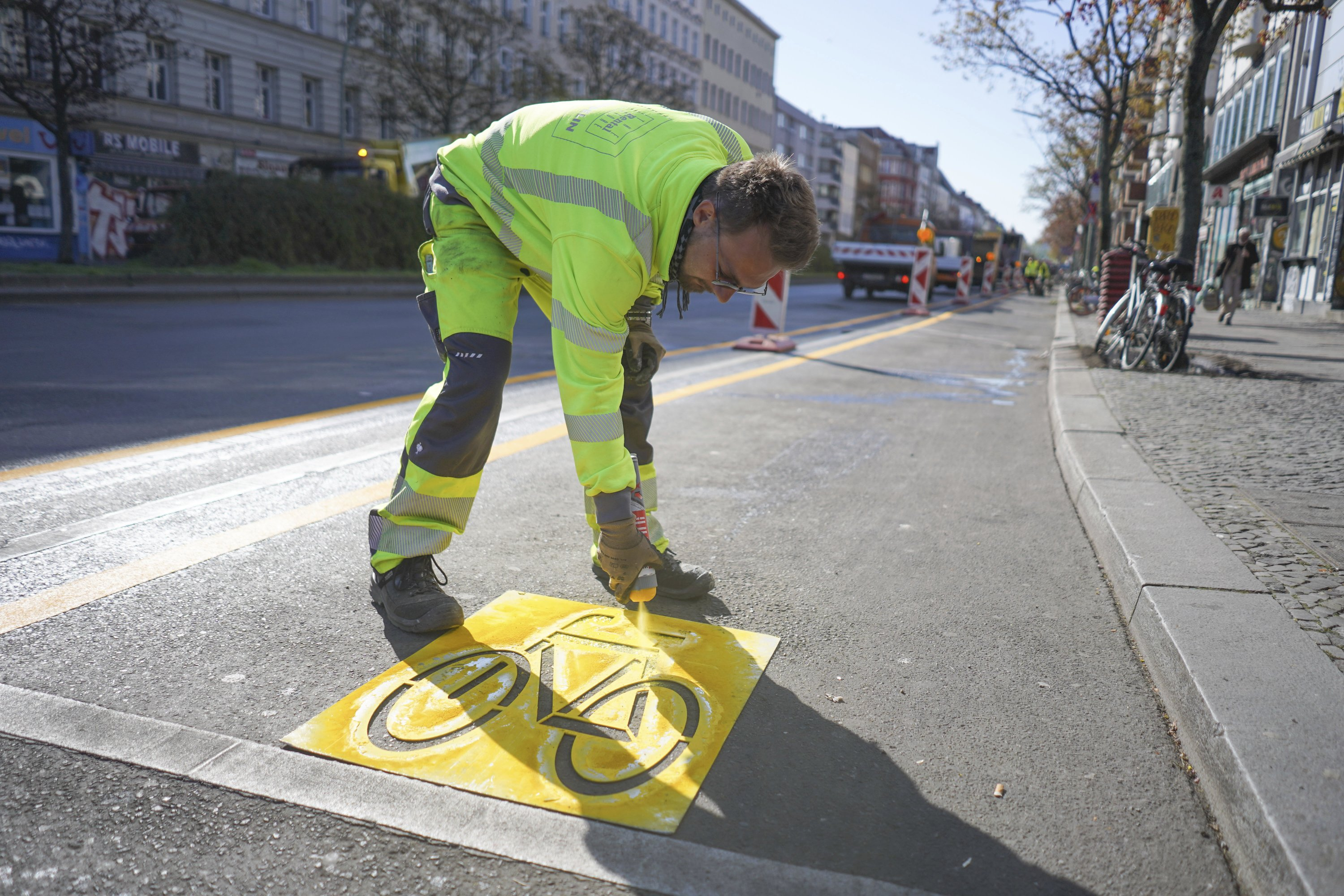 Berlin gets 'pop-up' bike lanes to boost cycling in pandemic