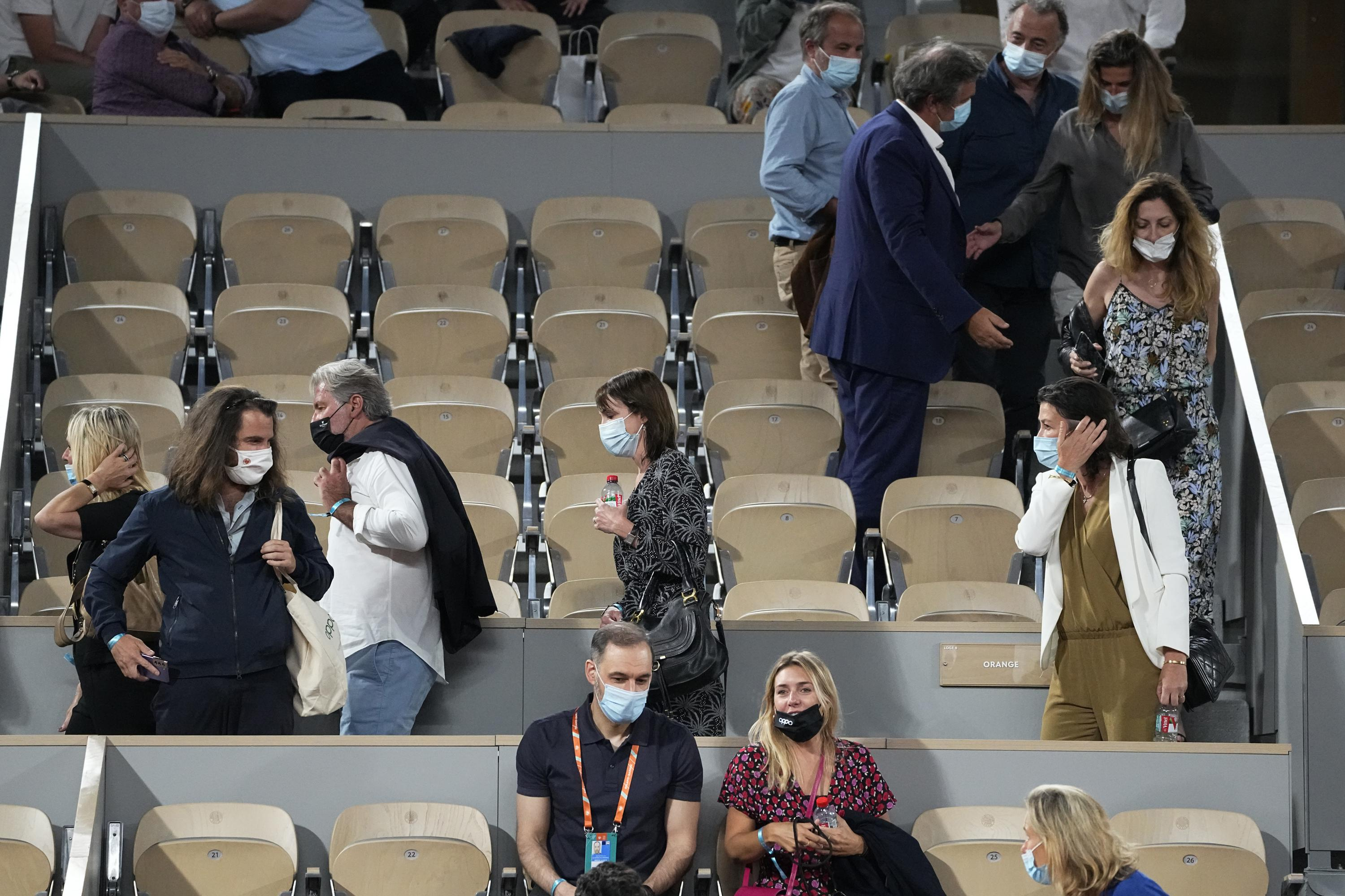 French Open fans angry as COVID curfew imposed during match