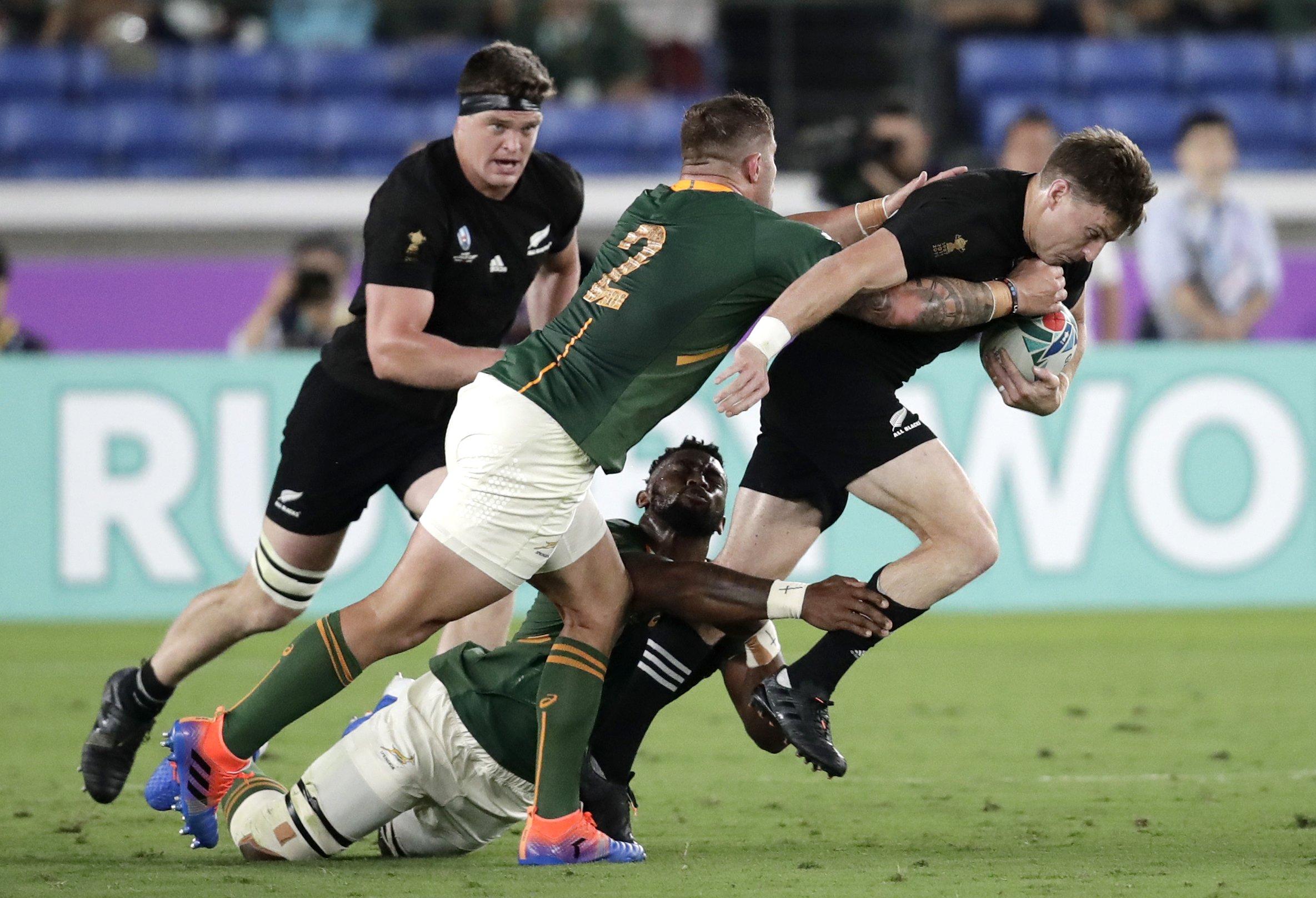 Dual NZ pivots Barrett and Mo'unga