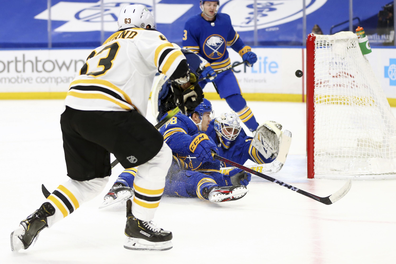 Pastrnak has goal, 2 assists in Bruins' 5-1 win over Sabres