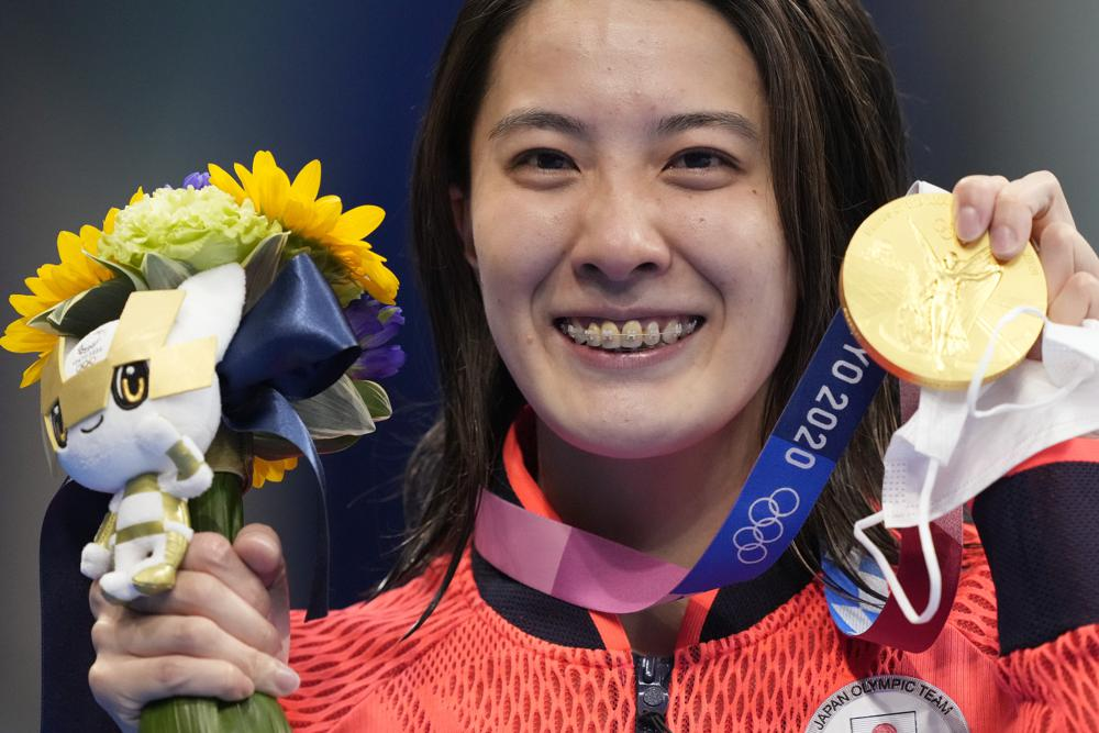 Yui Ohashi, of Japan, poses with her gold medal after winning the women's 400-meter Individual medley at the 2020 Summer Olympics, Sunday, July 25, 2021, in Tokyo, Japan. (AP Photo/Martin Meissner)