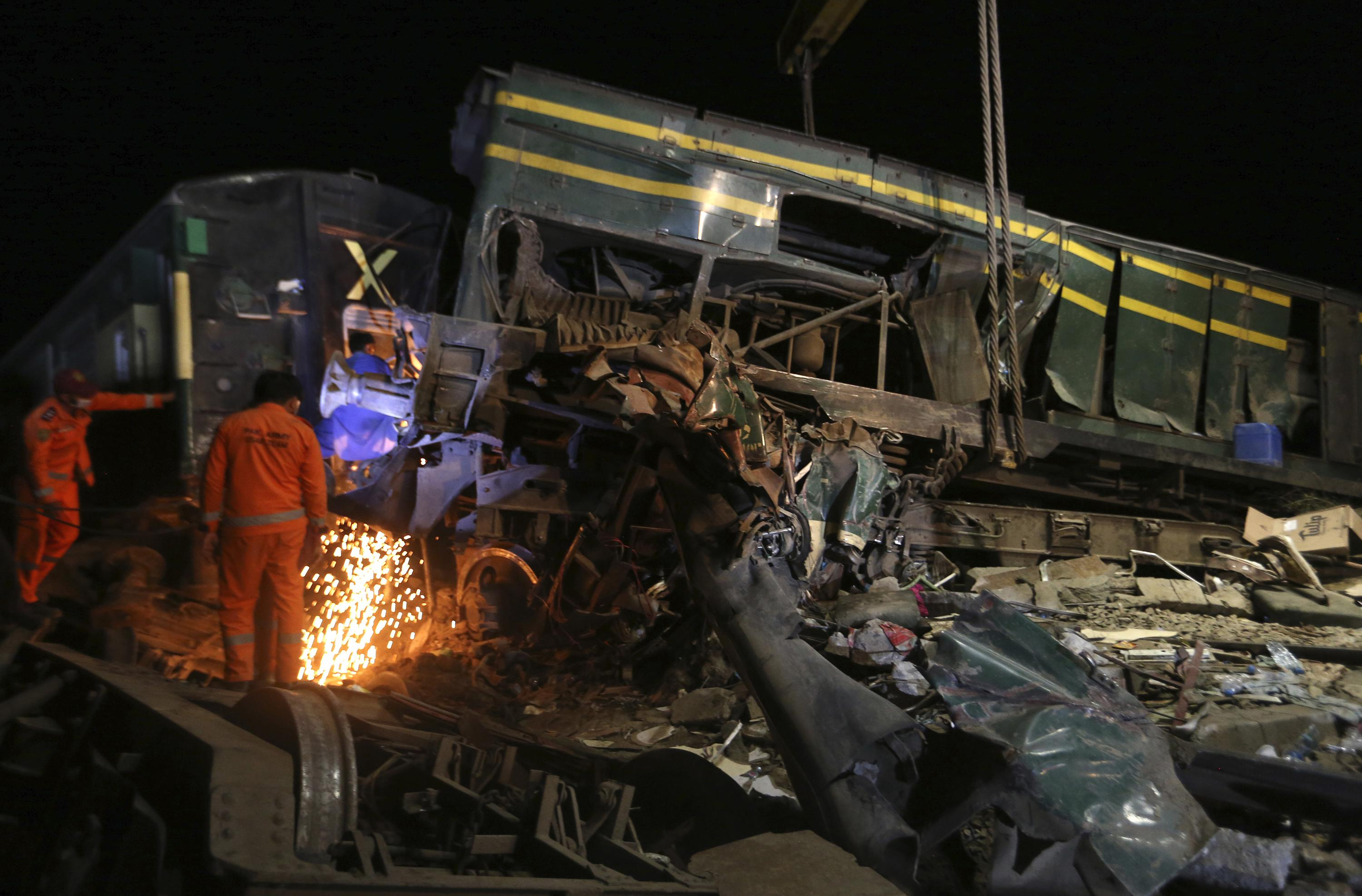 Official: Death toll rises to 63 in Pakistan train collision
