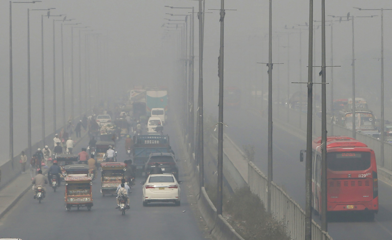 Pakistan's Lahore sees peak pollution as coronavirus surges
