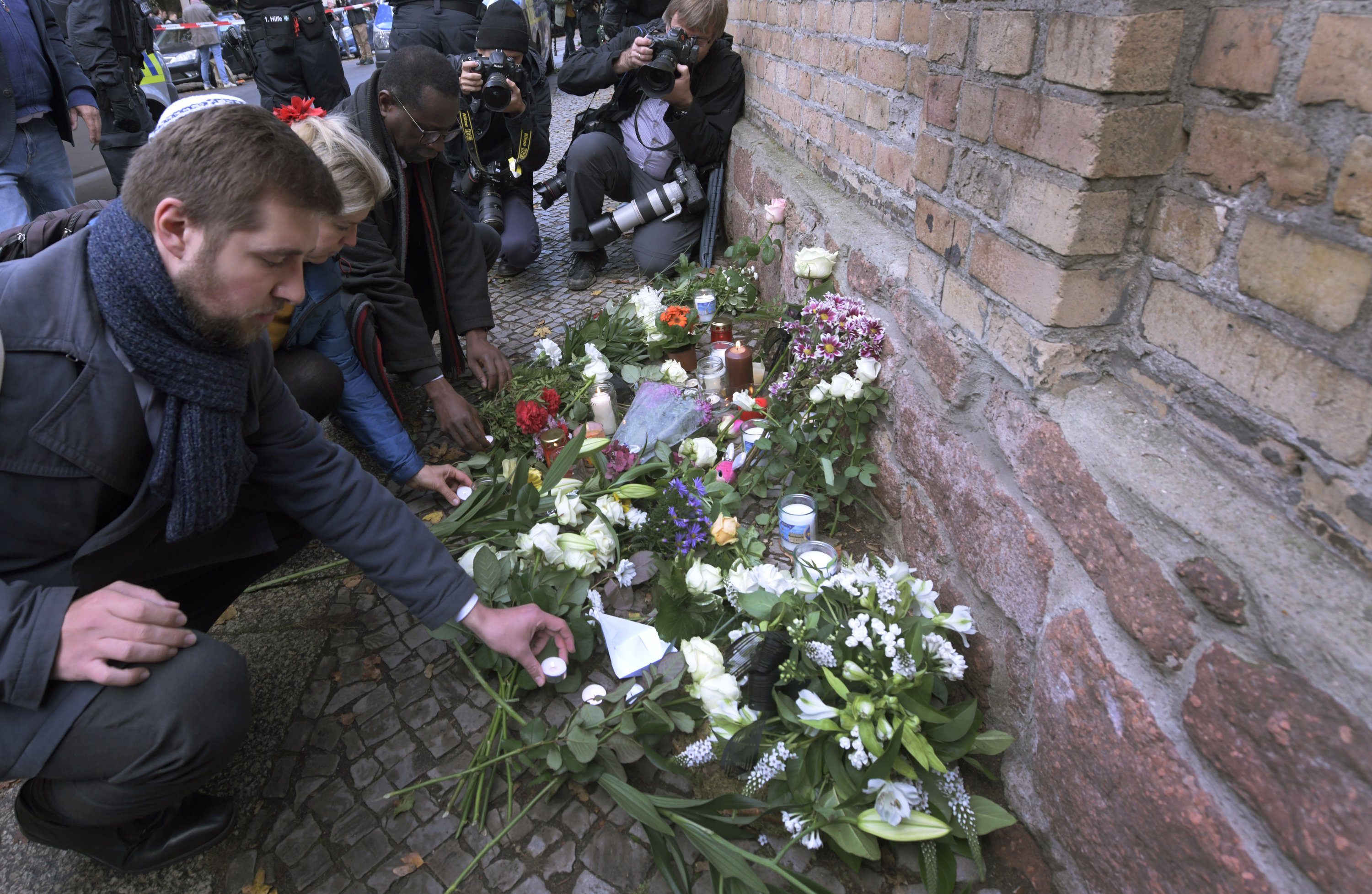 Germany probes synagogue suspect, pledges better security