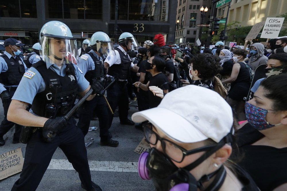Report from Chicago: Squad cars damaged, police use batons