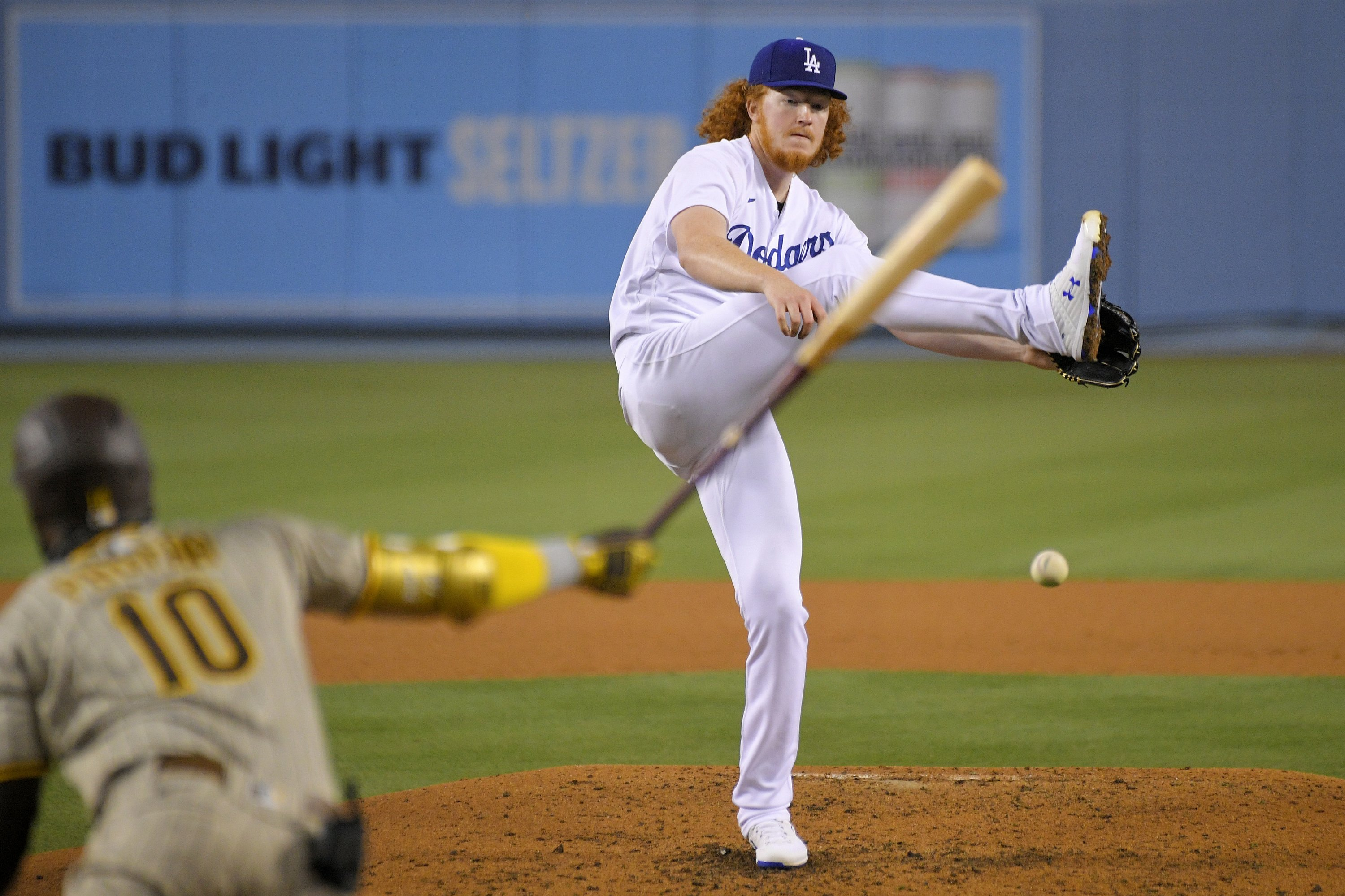 Padres take opener from light-hitting Dodgers, 2-1