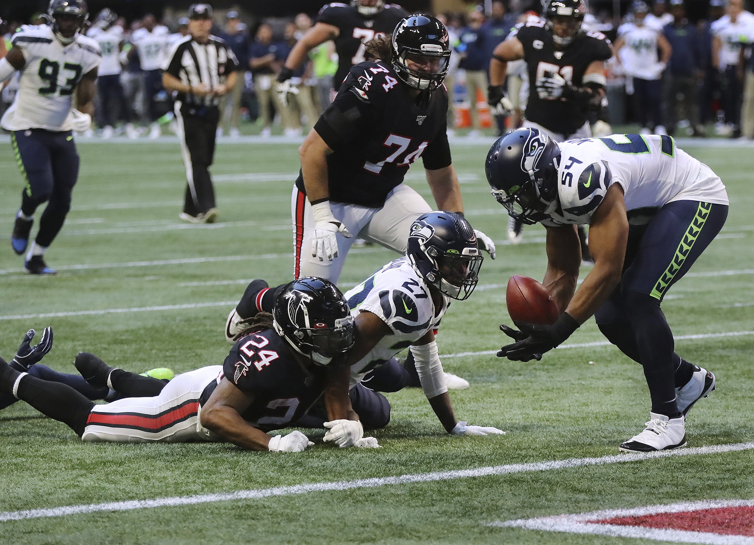 Falcons reeling, Quinn's job status muddied at bye