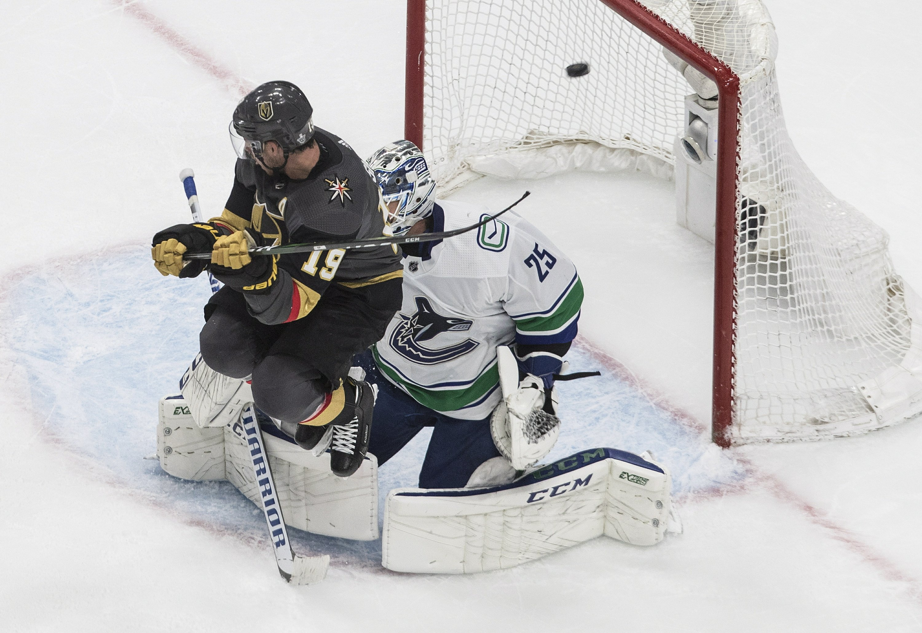 Canucks Cruise To 5 2 Win Over Vegas Even Series 1 1