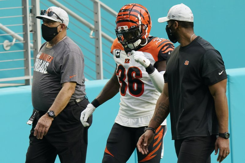 NFL suspends Tart, Williams for stepping on opponents