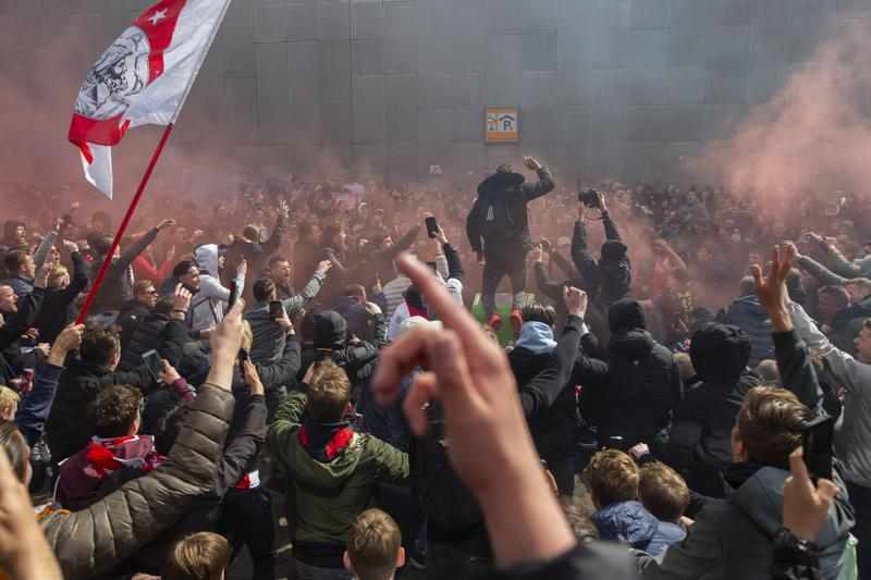 Ajax wins 35th Dutch Eredivisie league title; police urge fans not to celebrate outside of arena