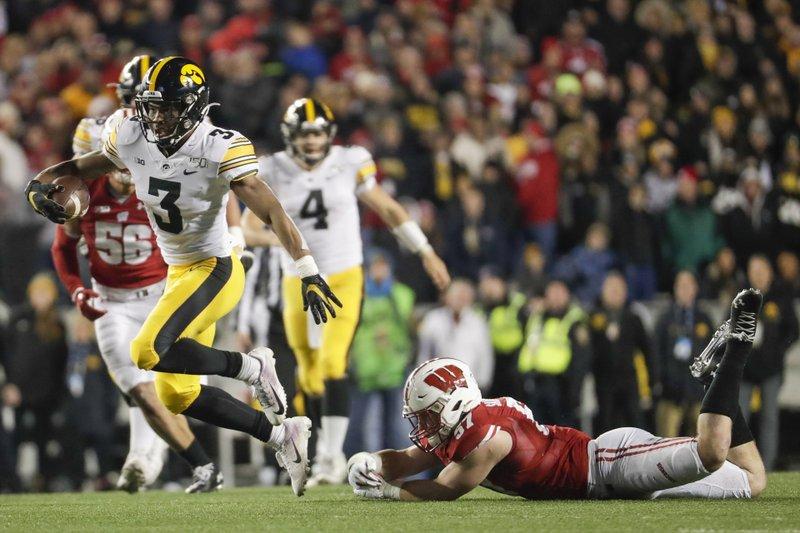 No 23 Iowa Seeking To Play Spoiler Vs No 7 Minnesota