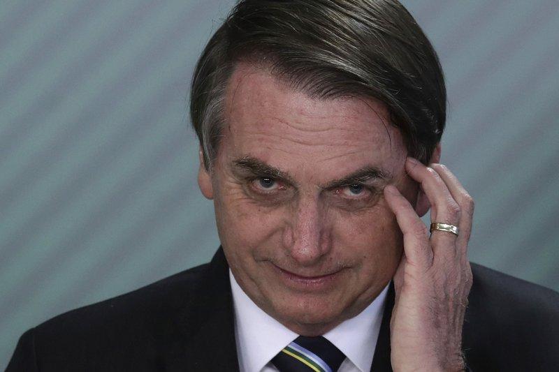 Presidente de Brasil, Bolsonaro, anuncia que tiene COVID-19