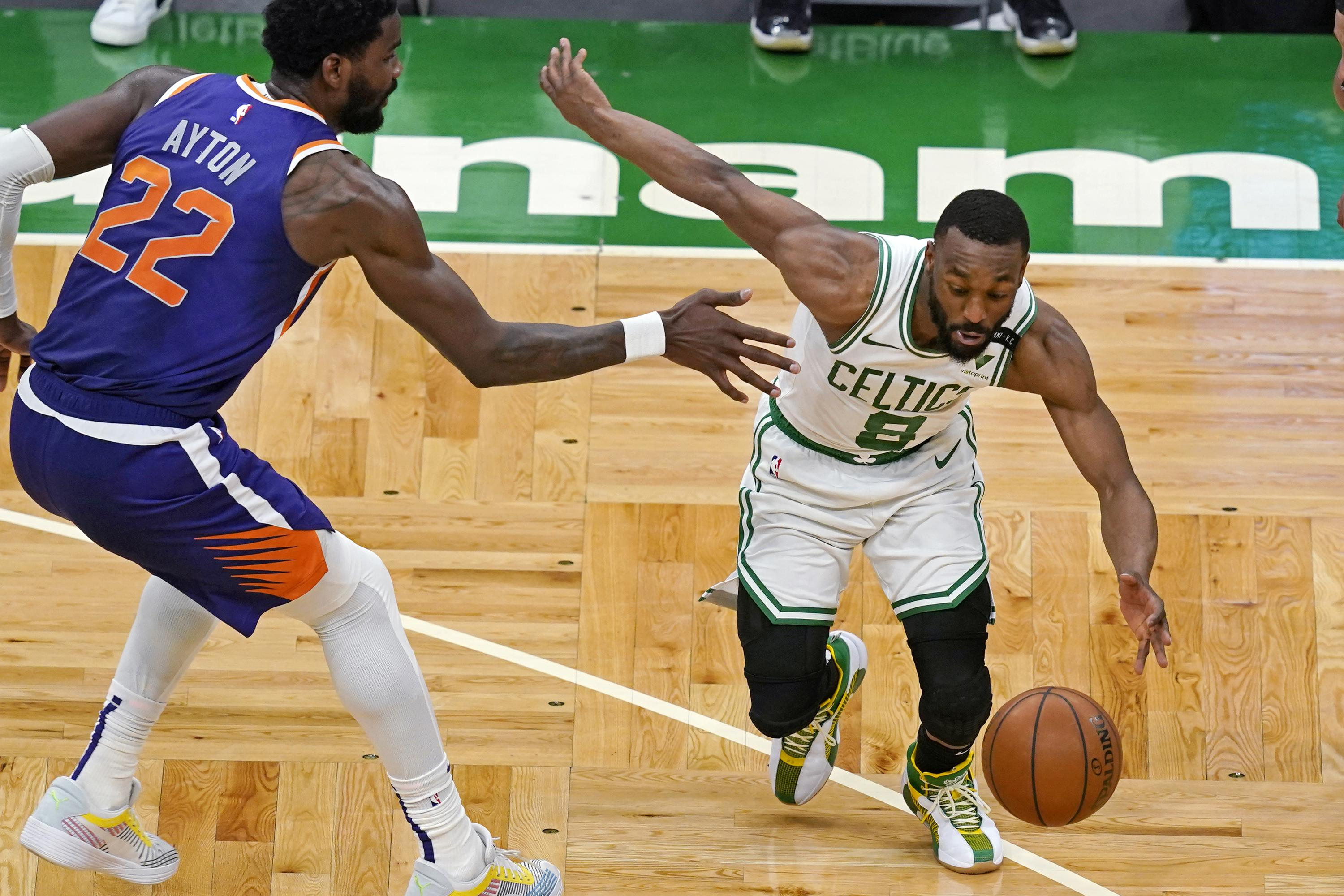 Walker ties season high with 32 points, Celtics beat Suns