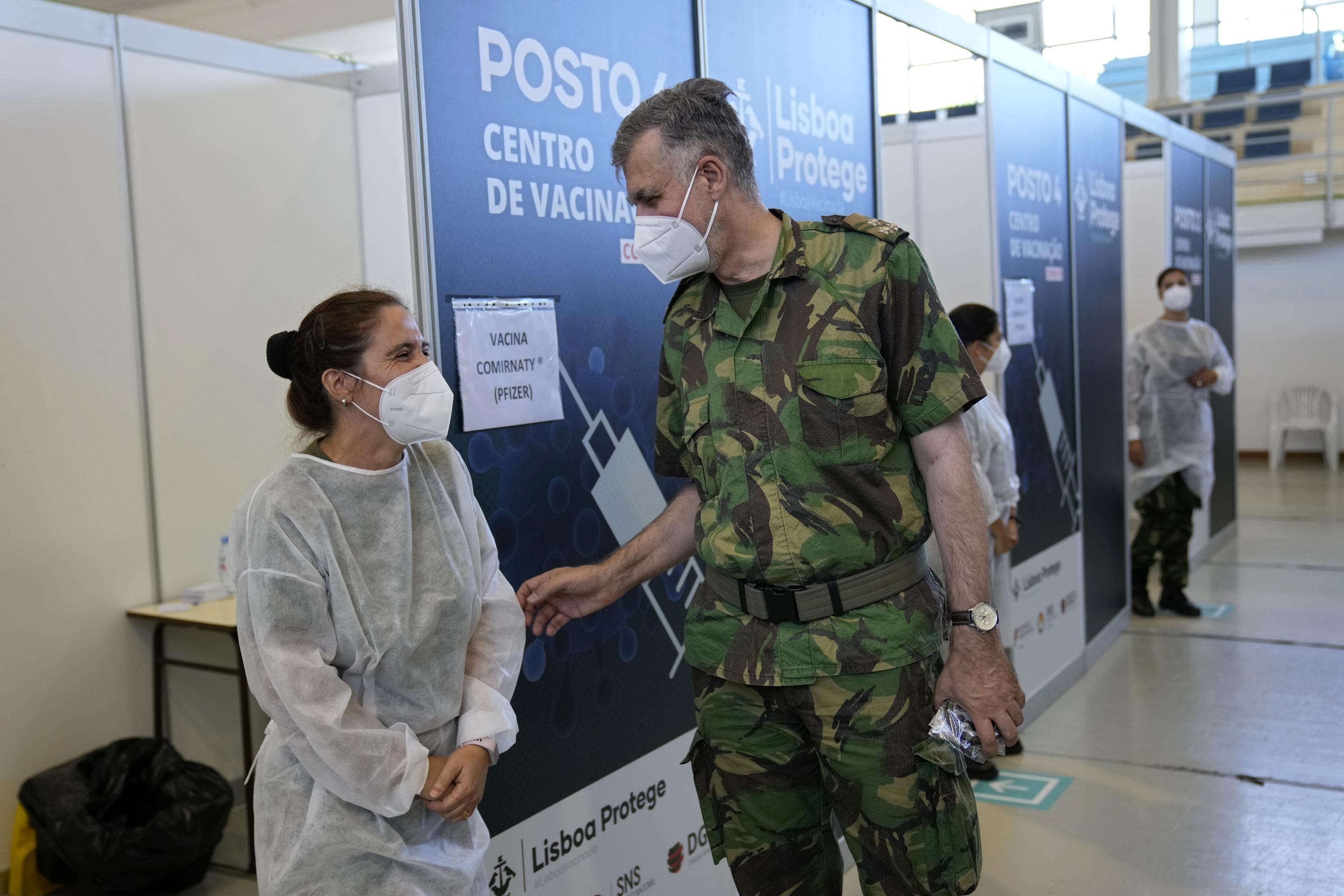 Image Naval officer wins praise for Portugal's vaccine rollout