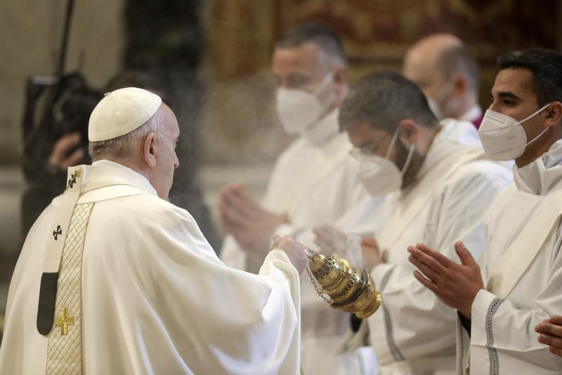 Pope Francis challenges 9 ordained priests to stay humble, compassionate
