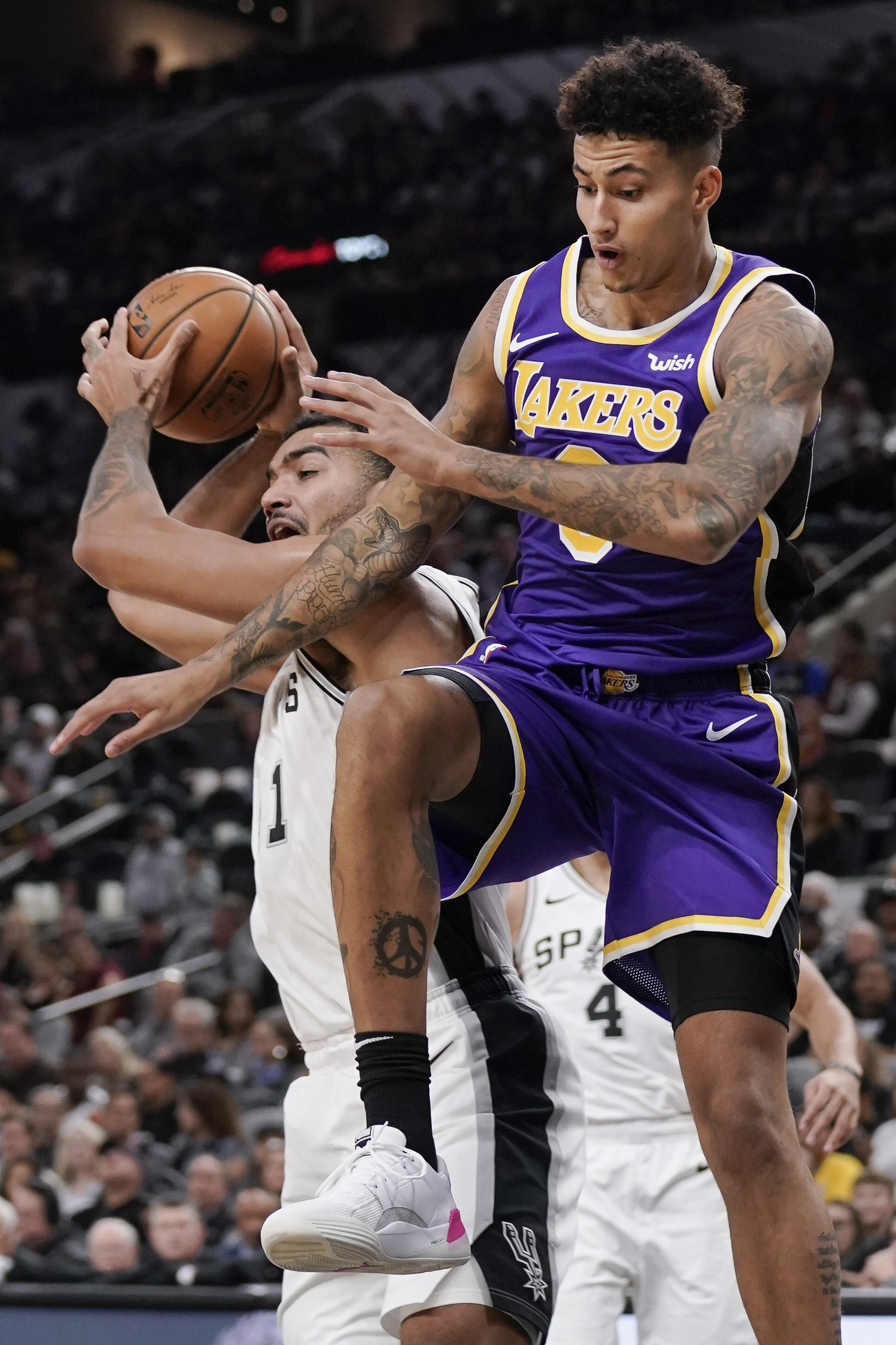 Lebron James Anthony Davis Lead Lakers Past Spurs