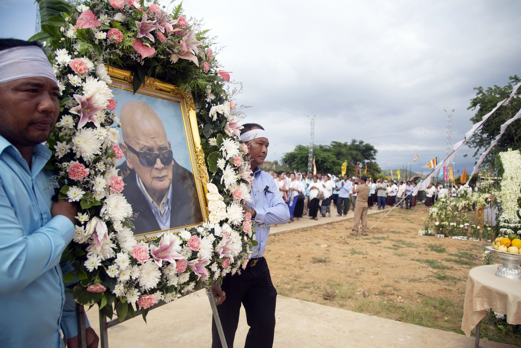 Khmer Rouge ideologue cremated, appeal may be stopped