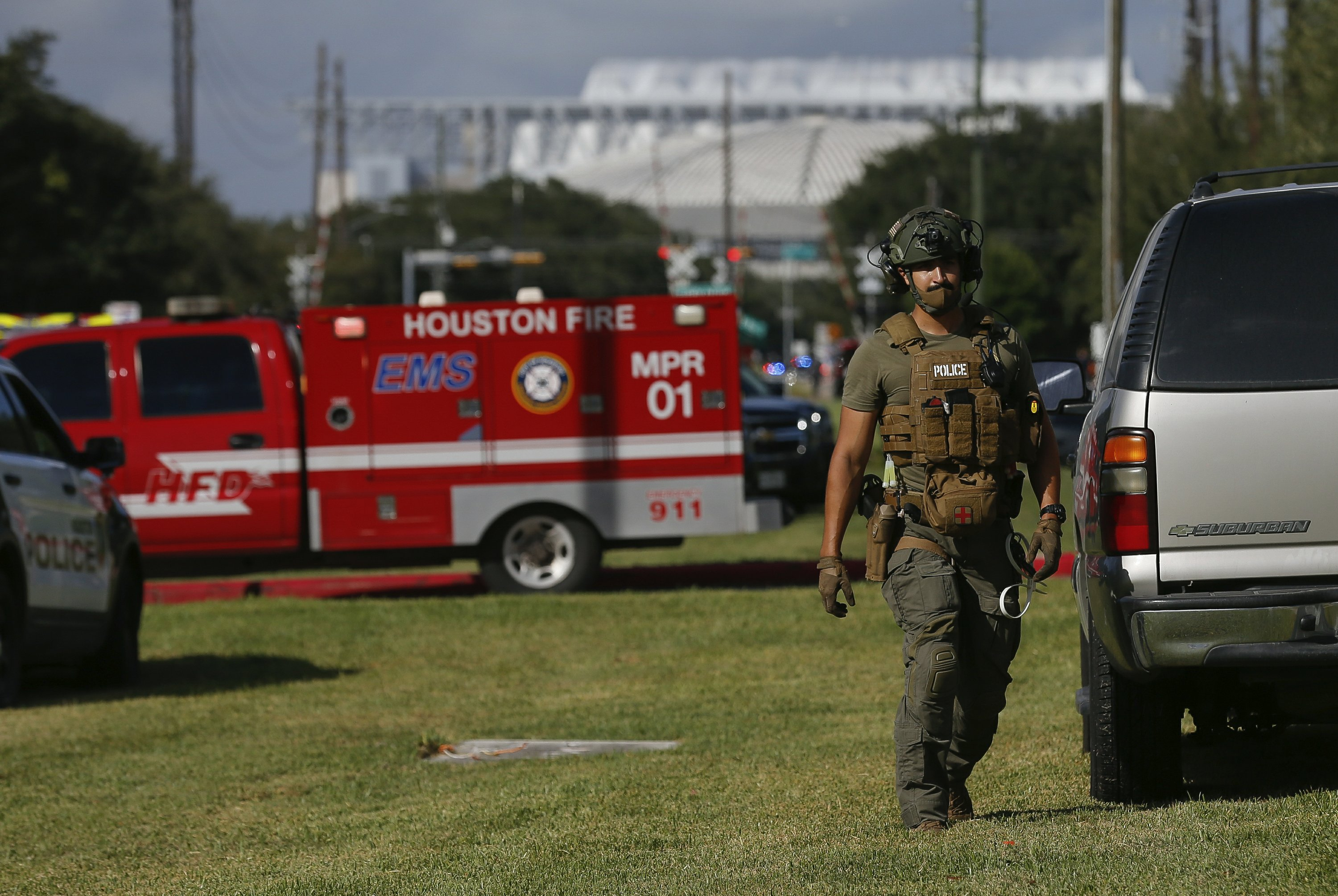 Houston Police Officer Killed, Another Wounded in Shooting at Apartment Complex