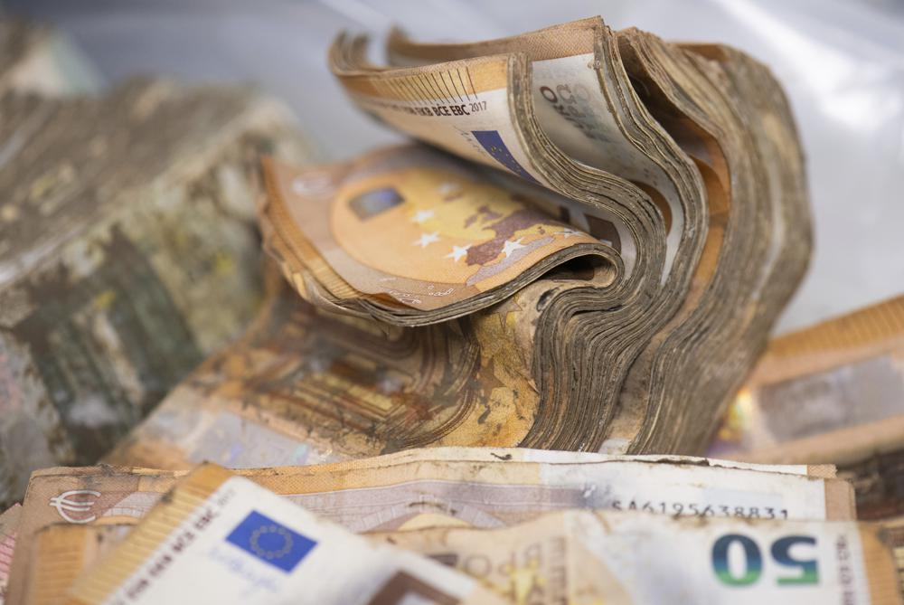 Germany's Central Bank Flooded With  Million Worth of Damaged Bank Notes