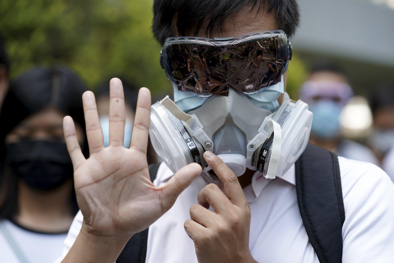 Hong Kong leader bans masks in hardening stance on protests