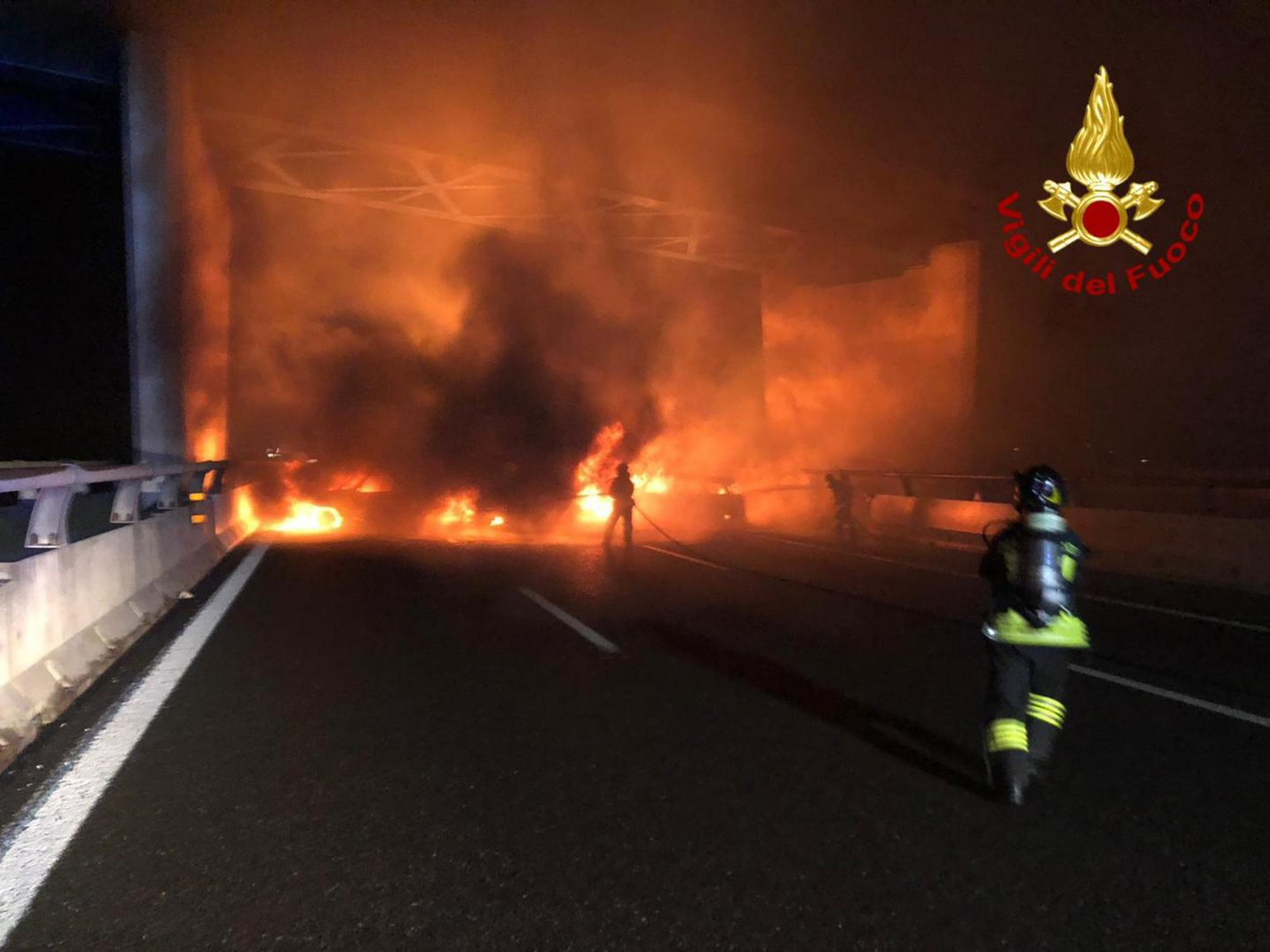 A failed Italian job: Driver evades flaming highway robbery