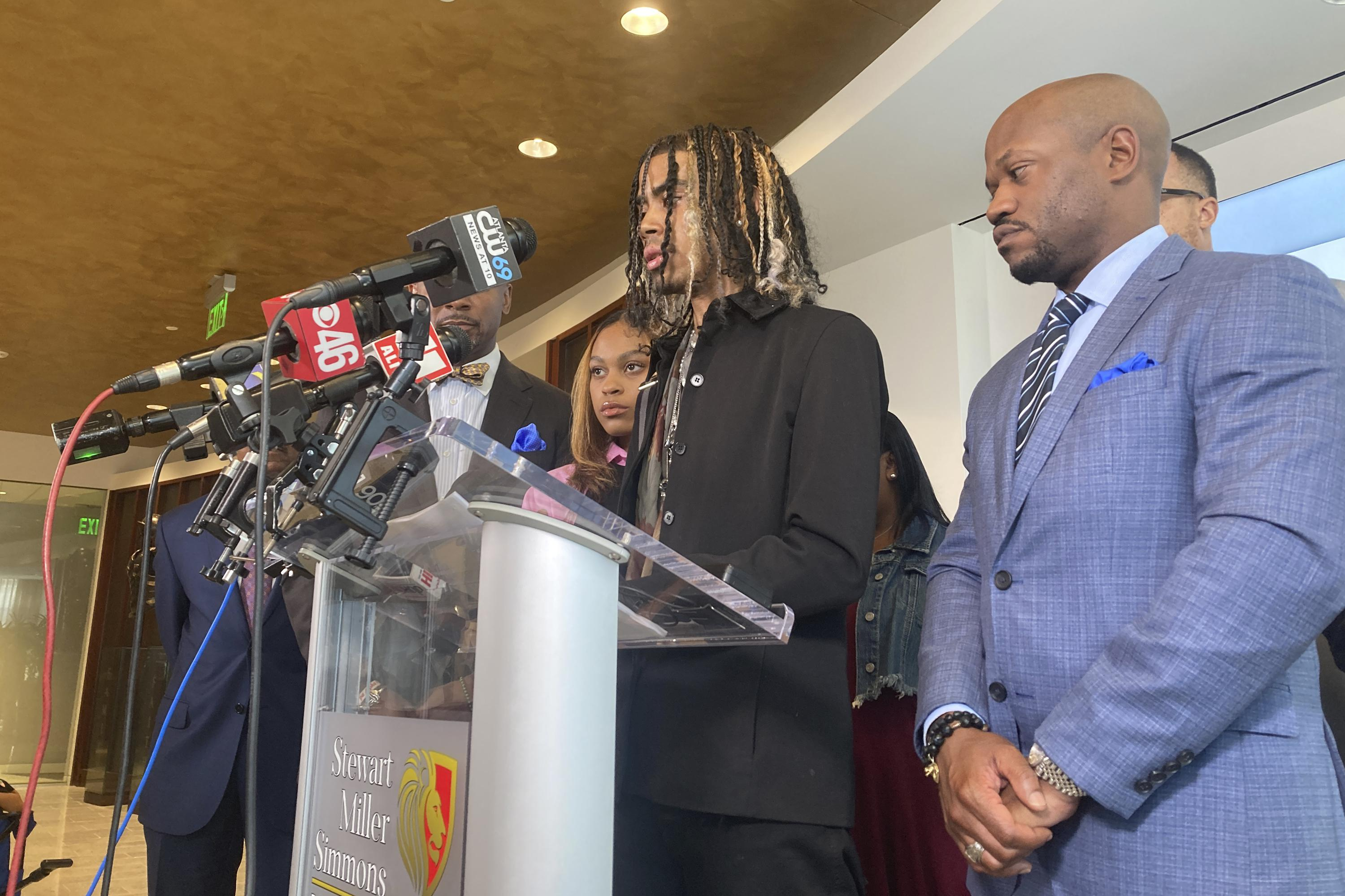 Students pulled from car by Atlanta police sue city