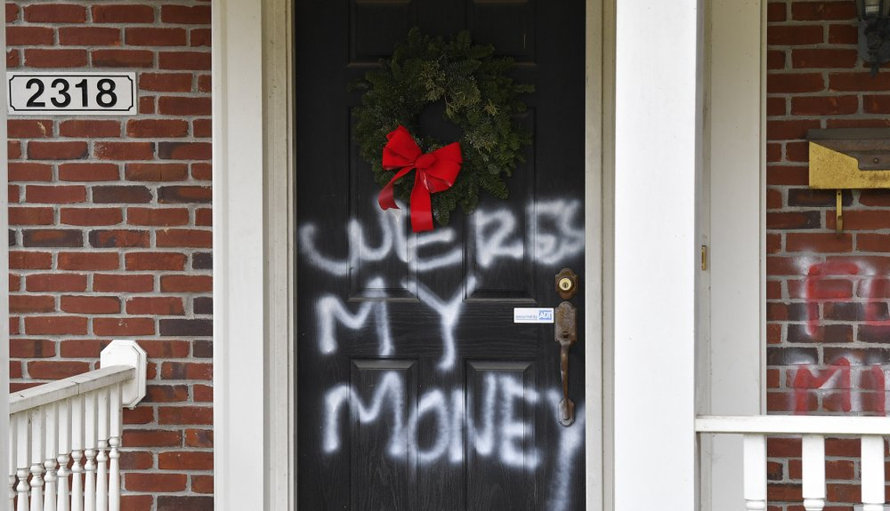 Mitch McConnell, Nancy Pelosi homes vandalized after failure to release ,000 in relief funds