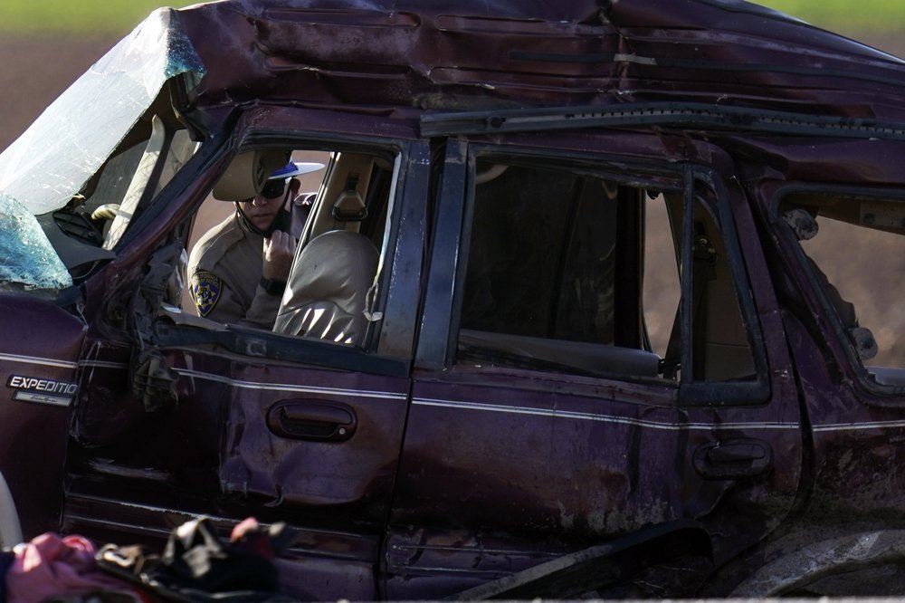 SUV in deadliest crash involving migrants entered US through hole in border fence, 13 killed