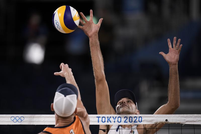 Olympics Latest Us Men Get Off To Fast Start In Volleyball
