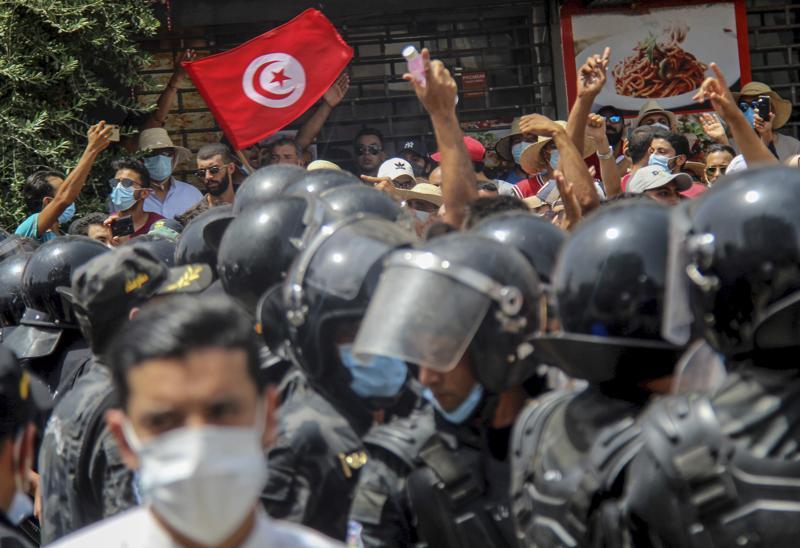 Tunisia,coronavirus,Tunisian President Kais Saied,Islamist party Ennahdha ,Egypt, Saudi Arabia , United Arab Emirates,harbouchanews