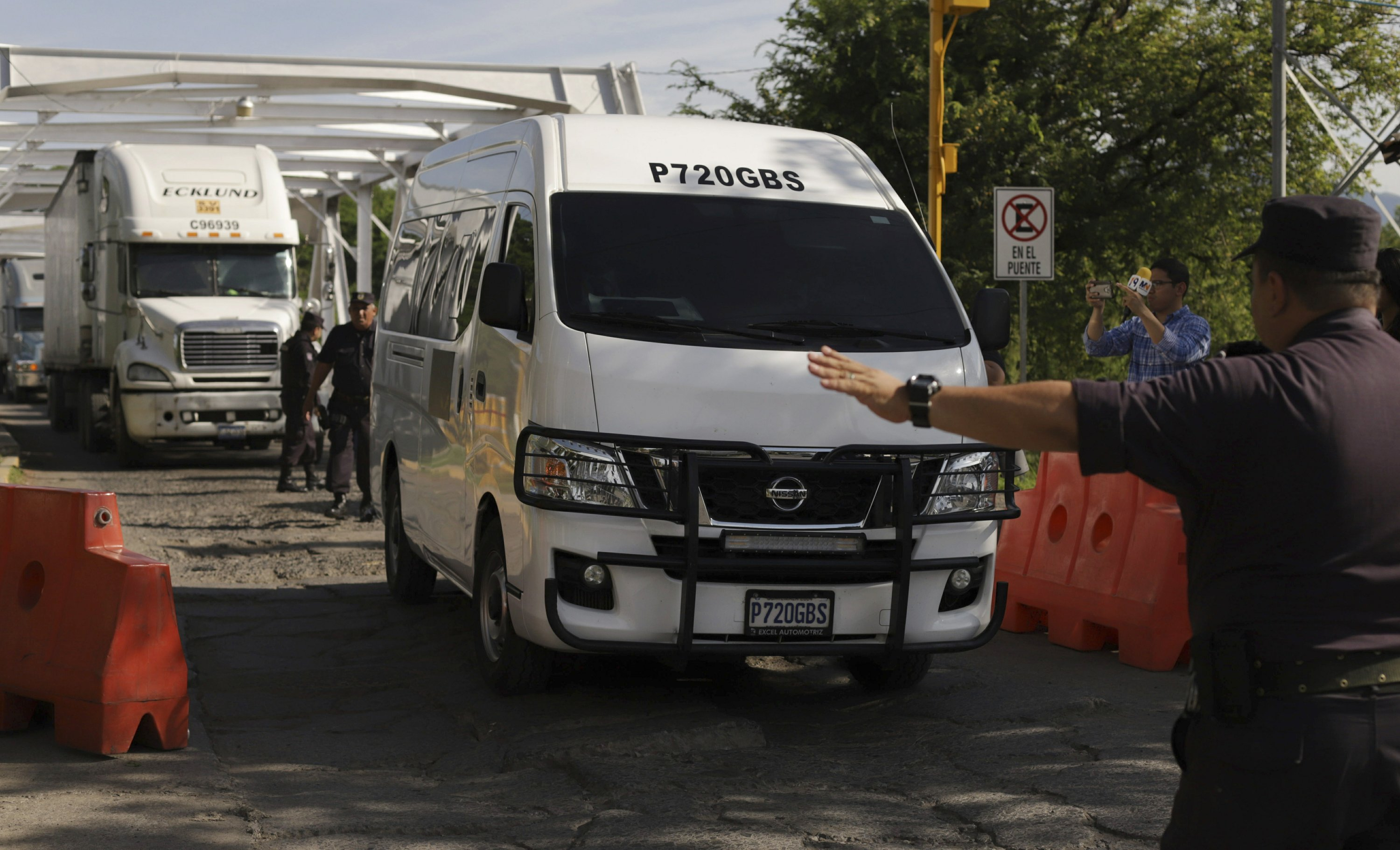 Drowned migrants return to El Salvador for burial on Monday