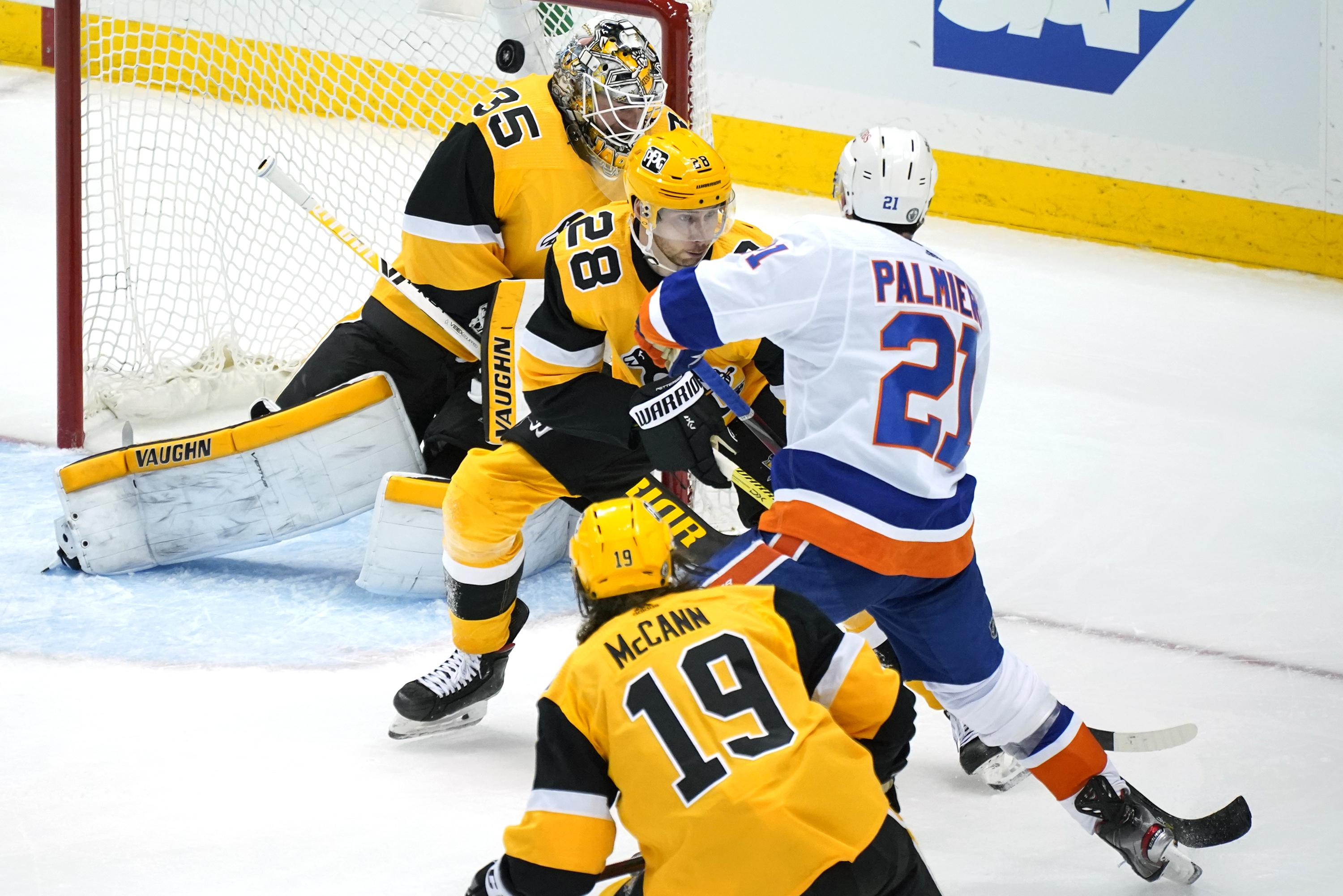 Palmieri scores in OT, Islanders beat Penguins 4-3 in Game 1