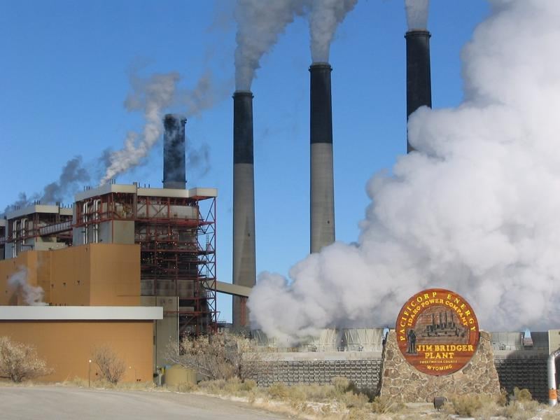 Wyoming backs coal with $1.2M threat to sue other states