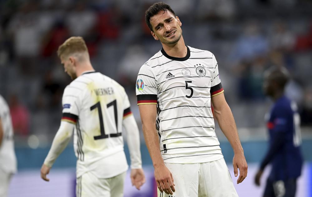 Mats Hummels de Alemania reacciona en el primer encuentro de la Euro 2020 ante Francia en el Grupo F el martes 15 de junio del 2021. (Matthias Hangst/Pool vía AP)